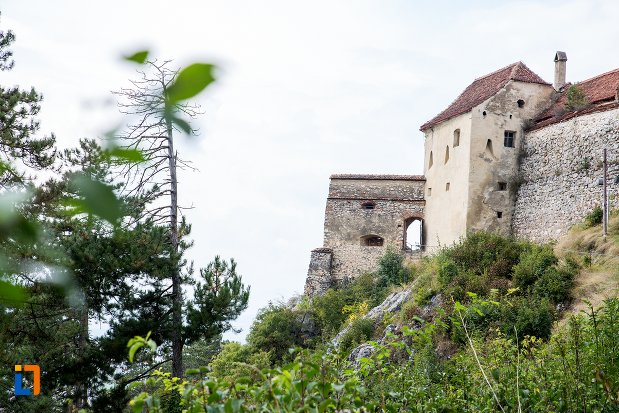 cetatea-rasnov-judetul-brasov-vazuta-de-jos.jpg