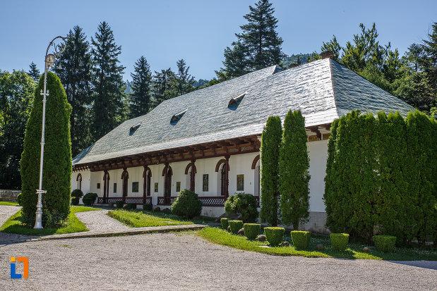 chilii-de-la-manastirea-sinaia-judetul-prahova.jpg