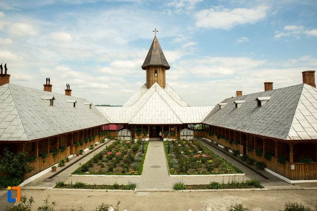 chiliile-de-la-manastirea-sf-ana-din-orsova-judetul-mehedinti.jpg