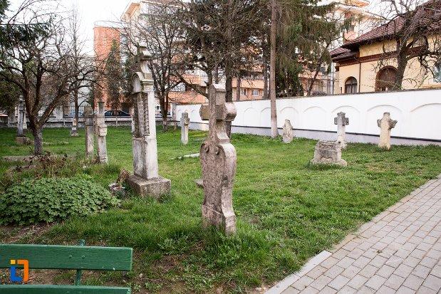cimitirul-bisericii-grecesti-bunavestire-din-alba-iulia-judetul-alba.jpg