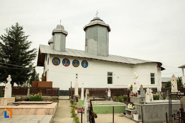 cimitirul-cu-biserica-cuvioasa-paraschiva-din-teis-judetul-olt.jpg
