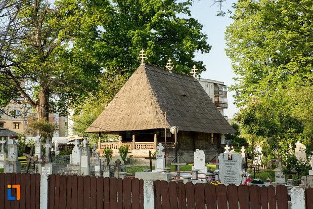 cimitirul-cu-biserica-de-lemn-sf-ioan-botezatoru-din-rovinari-judetul-gorj.jpg