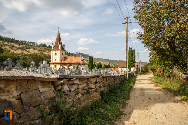 cimitirul-cu-biserica-din-grui-nasterea-sf-ioan-botezatorul-1742-din-saliste-judetul-sibiu.jpg