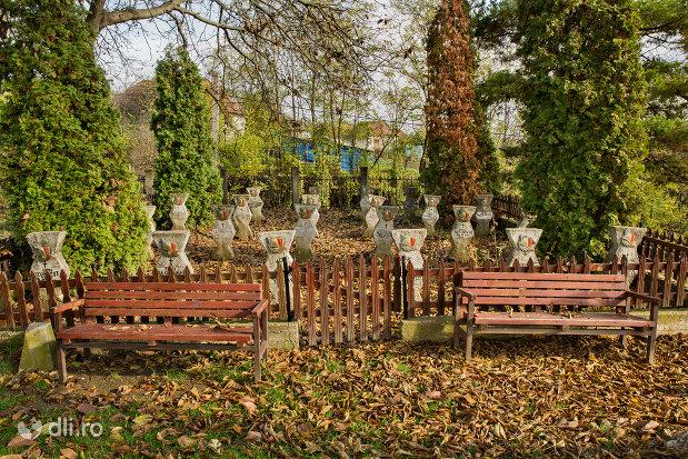 cimitirul-din-parcul-eroilor-din-salajeni-judetul-salaj.jpg