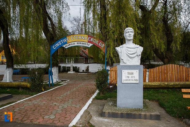 cimitirul-eroilor-bustul-lui-traian-din-lupeni-judetul-hunedoara.jpg