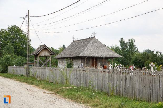cimitirul-local-si-biserica-de-lemn-cuvioasa-paraschiva-1782-din-videle-judetul-teleorman.jpg