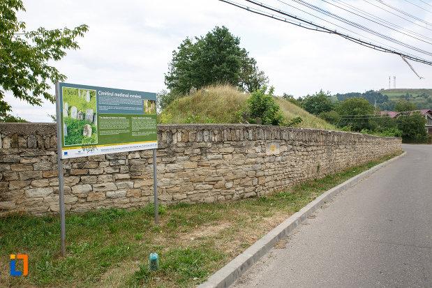 cimitirul-medieval-evreiesc-din-siret-judetul-suceava.jpg