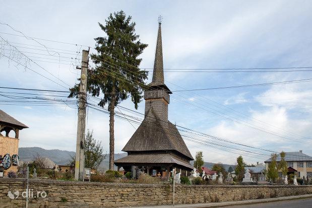 cimitirul-si-biserica-de-lemn-adormirea-maicii-domnului-din-sieu-judetul-maramures.jpg