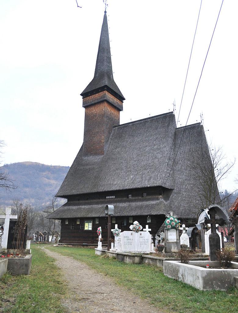 cimitirul-si-biserica-de-lemn-din-ieud-judetul-maramures