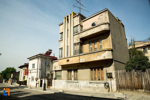 cladire-cu-etaj-din-ansamblul-urban-str-mihai-eminescu-din-slatina-judetul-olt.jpg