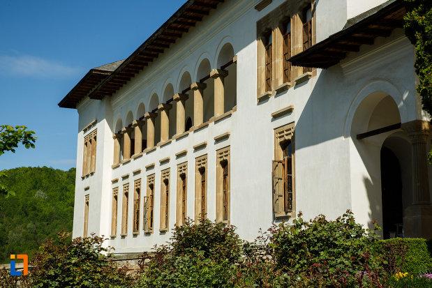 cladire-din-ansamblul-manastirea-hurezi-din-horezu-judetul-valcea.jpg