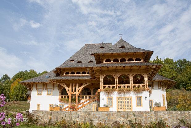 cladire-din-ansamblul-restaurant-langa-manastirea-barsana-judetul-maramures.jpg