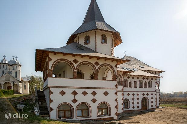 cladire-din-curtea-manastirii-scarisoara-noua-judetul-satu-mare.jpg