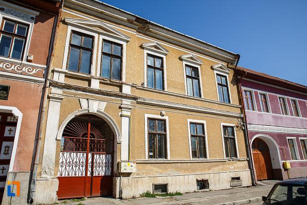 cladire-fosta-scoala-din-orastie-judetul-hunedoara.jpg