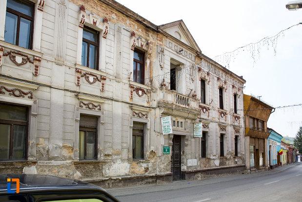 cladire-istorica-azi-policlinica-din-oravita-judetul-caras-severin.jpg