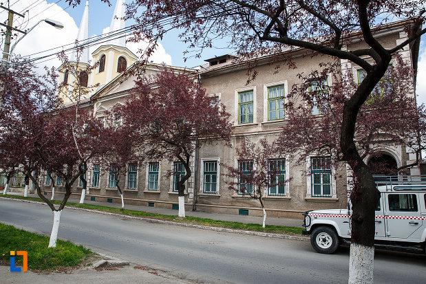 cladire-monument-istoric-din-hunedoara-judetul-hunedoara-vazuta-din-lateral.jpg