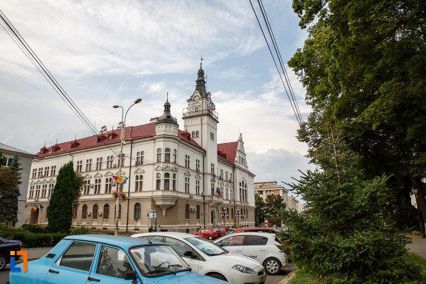 cladirea-administrativa-a-orasului-azi-prefectura-si-consiliul-judetean-suceava-din-departare.jpg