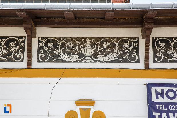 cladirea-bailor-1898-din-vatra-dornei-judetul-suceava-cateva-motive-decorative.jpg