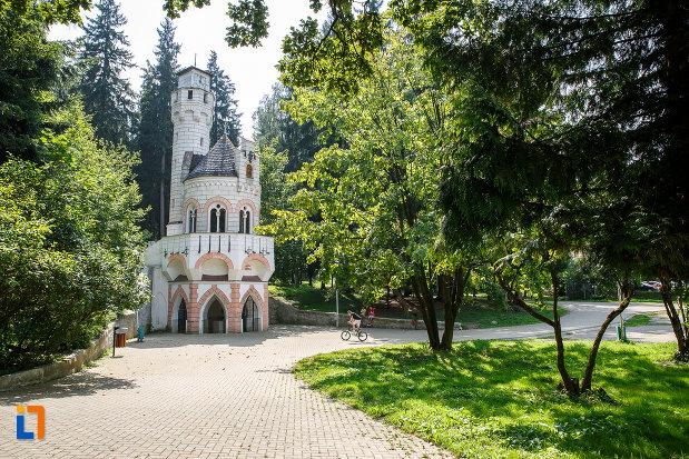 cladirea-izvorul-sentinela-1896-din-vatra-dornei-judetul-suceava-aflata-in-parcul-central-al-orasului.jpg