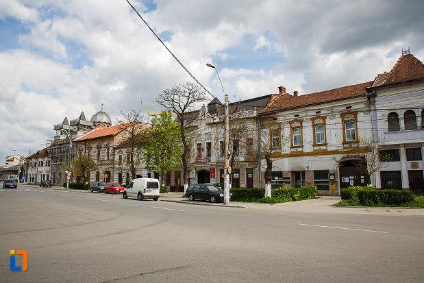 cladiri-aflate-in-ansamblul-urban-piata-libertatii-din-hunedoara-judetul-hunedoara.jpg