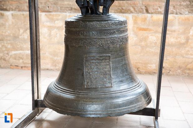 clopot-metalic-inscriptionat-biserica-domneasca-adormirea-maicii-domnului-din-targoviste-judetul-dambovita.jpg