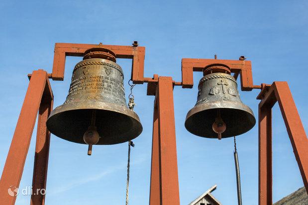 clopotele-de-la-biserica-ortodoxa-din-seini-judetul-maramures.jpg