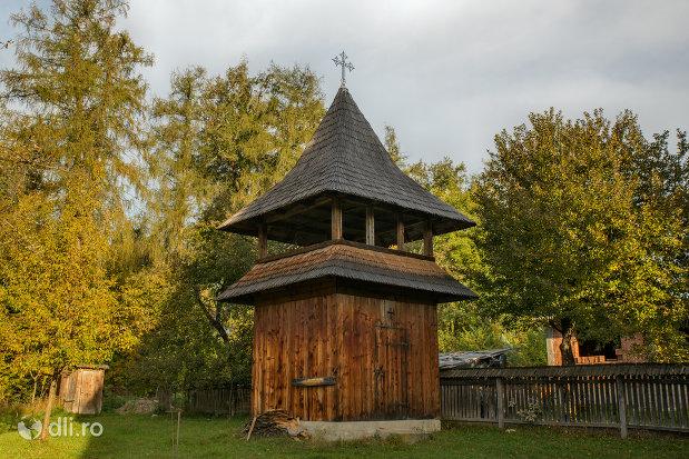 clopotnita-de-la-biserica-de-lemn-din-ocna-sugatag-judetul-maramures.jpg