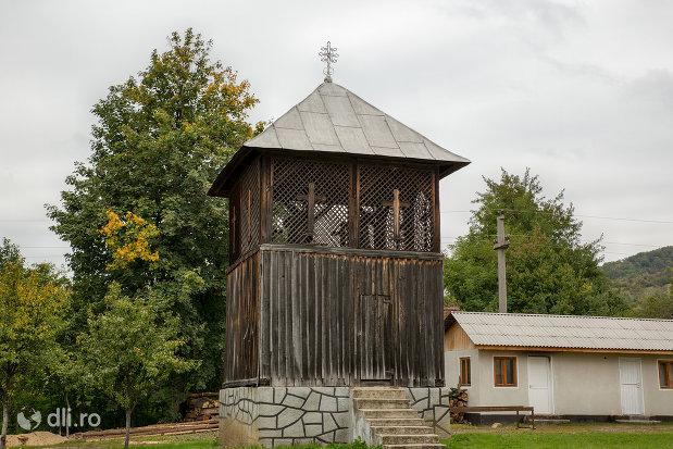 clopotnita-de-la-biserica-ortodoxa-sf-apostoli-petru-si-pavel-din-cicarlau-judetul-maramures.jpg