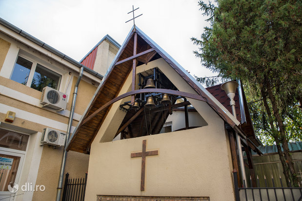 clopotnita-de-la-biserica-ortodoxa-sf-treime-din-oradea-judetul-bihor.jpg