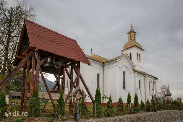 clopotnita-de-la-manastirea-adormirea-maicii-domnului-din-moisei-judetul-maramures.jpg