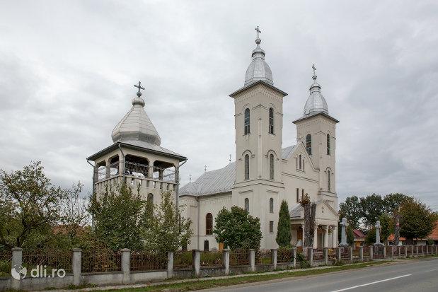 clopotnita-si-biserica-ortodoxa-nasterea-sfantului-ioan-botezatorul-din-hideaga-judetul-maramures.jpg