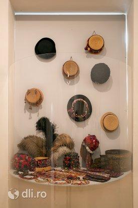clopuri-osenesti-de-la-muzeul-tarii-oasului-din-negresti-oas-judetul-satu-mare.jpg