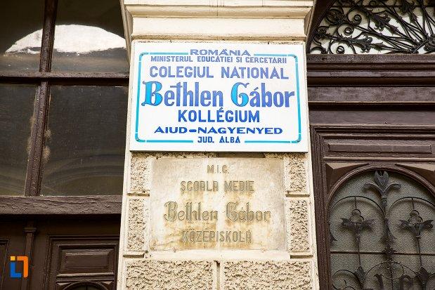 colegiul-national-bethlen-gabor-muzeul-de-istorie-din-aiud-judetul-alba.jpg