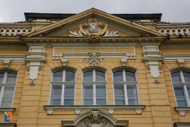 colegiul-natoinal-coriolan-bradiceanu-din-lugoj-judetul-timis-parte-cu-detalii-arhitectonice-deosebite.jpg