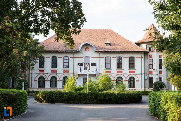 colegiul-tehnic-stefan-banulescu-din-calarasi-judetul-calarasi.jpg