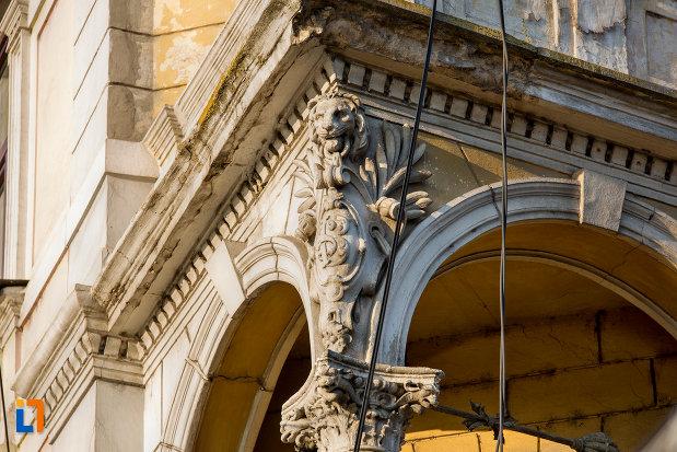 coloana-cu-detalii-palatul-berde-din-cluj-napoca-judetul-cluj.jpg