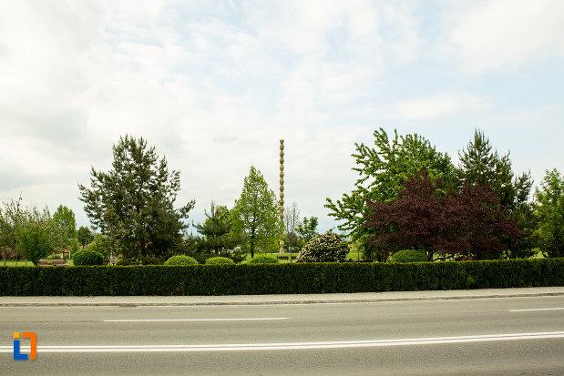 coloana-infinitului-din-parcul-coloanei-fara-sfarsit-din-targu-jiu-judetul-gorj.jpg