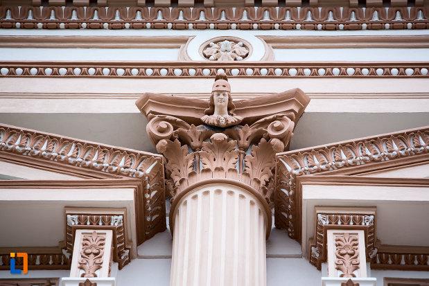 coloana-ornata-cladirea-colegiului-national-moise-nicoara-din-arad-judetul-arad.jpg