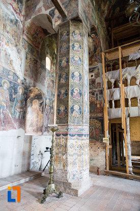 coloana-pictata-din-biserica-domneasca-adormirea-maicii-domnului-din-targoviste-judetul-dambovita.jpg