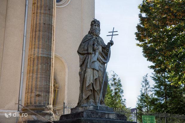 coloana-si-statuie-de-la-biserica-romano-catolica-din-baia-sprie-judetul-maramures.jpg
