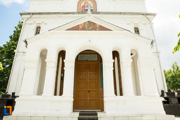 coloane-biserica-adormirea-maicii-domnului-din-calafat-judetul-dolj.jpg