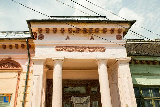 coloane-casa-arh-petre-antonescu-1895-din-ramnicu-sarat-judetul-buzau.jpg