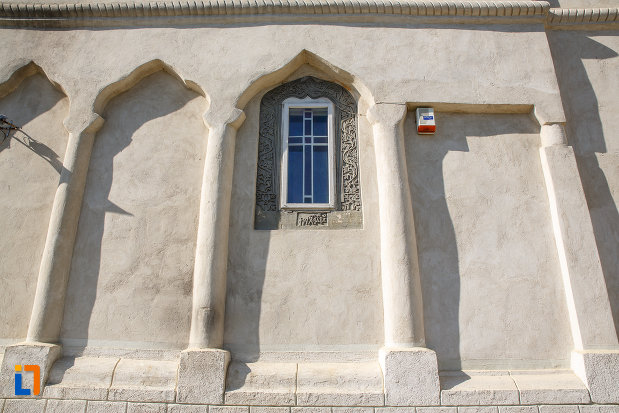 coloane-de-la-biserica-ortodoxa-din-salcea-judetul-suceava.jpg