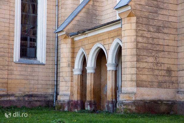 coloane-de-la-biserica-reformata-din-sighetu-marmatiei-judetul-maramures-2.jpg