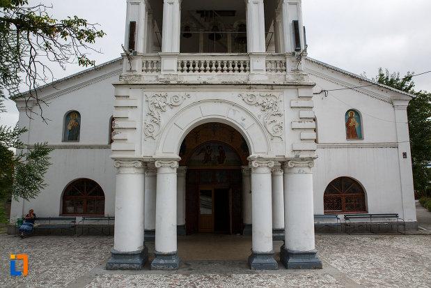 coloane-de-la-biserica-schimbarea-la-fata-din-tulcea-judetul-tulcea.jpg
