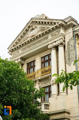 coloane-de-la-casa-cavalioti-azi-muzeul-judetean-de-istorie-din-galati-judetul-galati.jpg