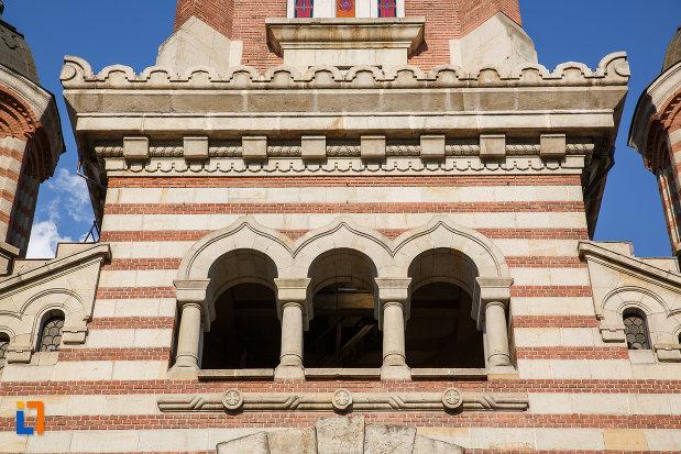 coloane-de-la-catedrala-sf-ioan-botezatorul-din-ploiesti-judetul-prahova.jpg