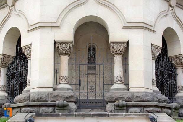 coloane-de-la-muzeul-ortodox-din-cluj-napoca-judetul-cluj.jpg