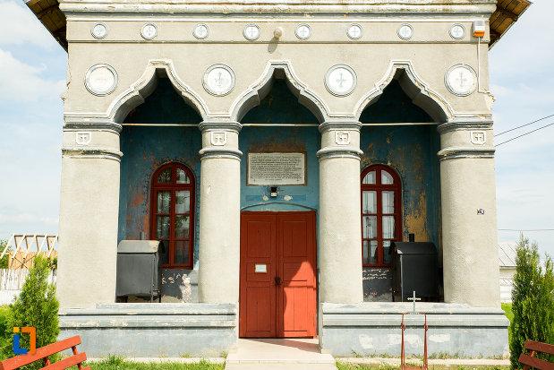 coloane-de-sustinere-de-la-biserica-adormirea-maicii-domnului-din-corbeni-judetul-olt.jpg