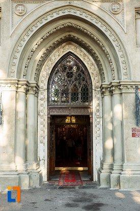 coloane-di-usa-de-la-biserica-sf-nicolae-din-braila-judetul-braila.jpg